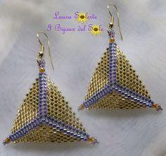 I Bijoux del Sole: Orecchini Triangoli peyote - prezzo 20 euro -  Disponibili in vari colori anche su richiesta . Peyote Triangle Earrings - Price 20 €uro -  Available in different colors upon request