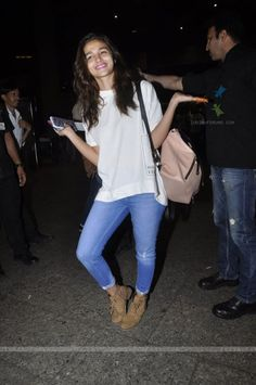 Spotted at Airport: #Bollywood's #Cutie #AliaBhatt!
