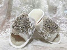 Custom crystal slippers available @miaelenabridal
