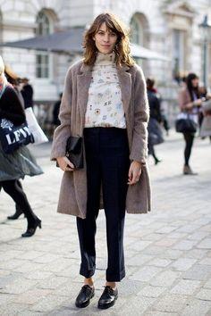 9 Fashion Trends Kick-started by Alexa Chung: Her Influence on Style - Fashion - Stylist Magazine Tomboy Fashion, Look Fashion, Street Fashion, Winter Fashion, Net Fashion, Fashion Stylist, Womens Fashion, Tomboy Stil, Estilo Tomboy