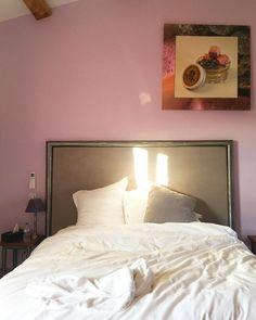 Réveil plein soleil au Mas de France dans la chambre Grisette . 1 week-end au Pic Saint Loup Au programme : rando vin et gastronomie MAS DE FRANCE chambres dhôtes Pic Saint Loup (34) Tout sur #PintadePicSaintLoup __________________ #masdefrance #masdebaumes #chambredhotes #picsaintloup #travel #blogtravel #travelgram #bloggertravel #voyage #trip #Montpellier #pintademontpellier #occitanie #roadtrip #oenologie #wine #gastronomie #randonnee Pic Saint Loup, Road Trip, Montpellier, Week End, France, Furniture, Instagram, Home Decor, Program Management