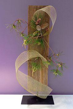 Alex Kovacs Modern Art Metal Sculpture Silver / Red Beautiful Flower - Her Crochet Ikebana Arrangements, Hanging Flower Arrangements, Ikebana Flower Arrangement, Floral Arrangements, Art Floral, Deco Floral, Floral Design, Flower Show, Flower Art