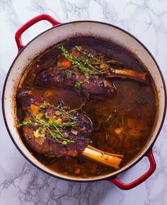 Slow Braised Lamb Shanks Minimum fuss, maximum flavour is the best way to describe this slow braised lamb shanks recipe. Tons of herbs add fresh flavor to this recipe. Braised Lamb Shanks Minimum fuss, maximum flavour is the best way to describe this slow Lamb Chop Recipes, Meat Recipes, Slow Cooker Recipes, Dinner Recipes, Cooking Recipes, Healthy Recipes, Healthy Food, Ketogenic Recipes, Recipies