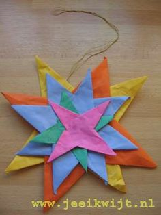 Kerstknutsel kerstster vouwen (16 vierkantjes) Holiday Crafts, Home Crafts, Crafts For Kids, Arts And Crafts, Christmas Star, Christmas Is Coming, Bible Crafts, Paper Crafts, Art Projects