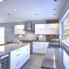 Cuisine style contemporain avec tiroirs de m lamine et for Armoires cuisine sherbrooke