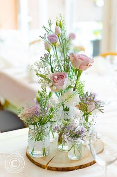 Natural table decoration for confirmation communion baptism wedding - Deco - Wedding World Flower Decorations, Wedding Decorations, Baptism Table Decorations, Wedding Centerpieces, Tree Slices, Diy Crafts To Do, Woodland Party, Engagement Ring Cuts, Decoration Table