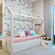 Quarto Menina Com cama Montessoriana