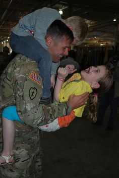 Bobby Ward,with Battalion, Infantry, received a warm… Military Families, Military Men, American Freedom, American Pride, Fort Wainwright, Patriots Memes, Military Homecoming, Jesus Christ Superstar, Staff Sergeant