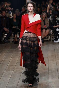 Alexander McQueen Spring 2016 Ready-to-Wear Collection Photos - Vogue Fashion Week Paris, Spring Fashion, High Fashion, Fashion Show, Fashion Design, Couture Fashion, Runway Fashion, Belle Silhouette, Fru Fru