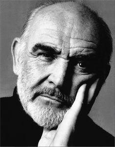 Sean Connery  Sir Thomas Sean Connery es un actor y productor de cine británico que ha ganado un premio Óscar, dos premios BAFTA, y tres premios Globo de Oro