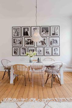 Hauseigenes Atelier: Die Bilderwand mit Ikonen zeigt, dass hie reine echte Fashionista wohnt. Lenas Tipp: Symmetrisch angeordnet entsteht aus den 15 Einzelbildern ein großes Gesamtkunstwerk.