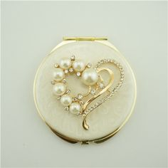 Pink valentine's day gift/Pearl compact mirror It is covered with ivory enamel glaze and mounted with bling-bling crystals and elegant pearls. Vanity Cases, Vanity Box, Vintage Makeup, Vintage Vanity, Lipstick Case, Pearl And Lace, Pretty Box, Powder Puff, Compact Mirror