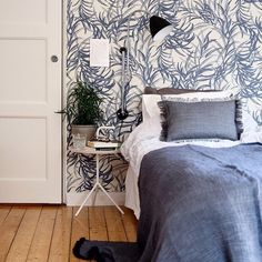 GUBI // Bestlite wall lamp by Robert Dudley Best Closet Bedroom, Bedroom Apartment, Dream Bedroom, Home Bedroom, Bedroom Decor, Bedrooms, Modern Country, Cool Rooms, Room Colors