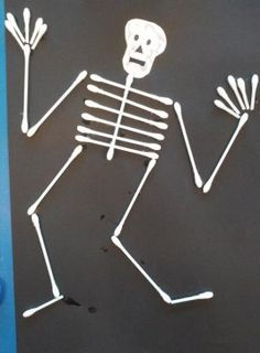Skeleton craft with qtips Halloween Crafts For Kids, Halloween Art, Happy Halloween, Halloween Decorations, Skeleton Craft, Crafts With Pictures, Diy For Kids, Arts And Crafts, Crafty