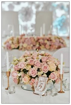 pudrowy róż i złoto Butterfly Decorations, Wedding Decorations, Table Decorations, Butterfly Wedding, Ecru Color, Gold Accessories, White Candles, Powder Pink, Flowers