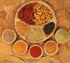 Medicinal Properties of Indian Curry Spices - Chiropractic and Natural Health Centers Curry Spices, Indian Food Recipes, Ethnic Recipes, Healthy Recipes, Curry Recipes, Healthy Tips, Healthy Foods, Spices And Herbs, Nutrition