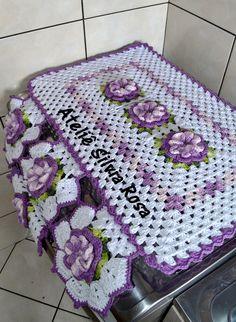 Crochet Table Runner, Crochet Tablecloth, Crochet Doilies, Crochet Flower Patterns, Crochet Designs, Crochet Flowers, Unique Crochet, Diy Crochet, Crochet Bedspread