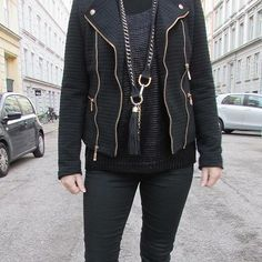 All black outfit, keychain, streetstyle, fashion inspiration, black jacket, Copenhagen, Scheibel Cph