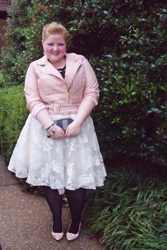 plus size light pink jacket and white lace tulle skirt girly rocker chic outfit Look Plus Size, Plus Size Girls, Curvy Girl Fashion, Plus Size Fashion, Women's Fashion, Curvy Outfits, Plus Size Outfits, Rocker Chic Outfit, Plus Size Posing