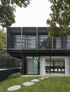 With minimalist design and lush landscaping, Studley Park House in Kew is definitely an attraction to see. Take the full house tour when… Interior Design Images, Interior Design Boards, Compound House, Architect House, Park Homes, Residential Architecture, Minimalist Design, Exterior Design, House Tours