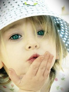 Beautiful children photography {Part Precious Children, Beautiful Children, Beautiful Babies, Children Play, Little People, Little Girls, Cute Kids, Cute Babies, Baby Kiss