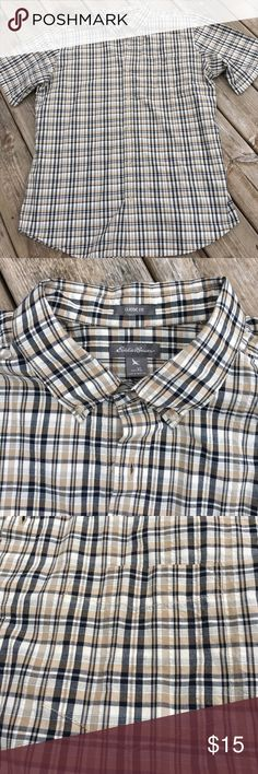 Eddie Bauer Classic fit button down shirt EUC button down plaid shirt from Eddie Bauer.  Classic fit with one front pocket.  100% cotton with a slight seersucker texture.  Great overall condition. Bundle to save 15%. Eddie Bauer Shirts Casual Button Down Shirts