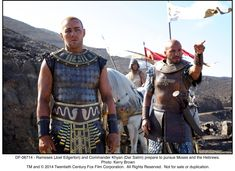 Still of Joel Edgerton and Dar Salim in Exodus: Gods and Kings (2014) http://www.movpins.com/dHQxNTI4MTAw/exodus:-gods-and-kings-(2014)/still-2585576960