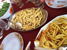 Schwäbische Schupfnudeln aufserviert Swabian thick potatoe noodles on the lunch table Potato Noodles, Lunch Table, Recipe For Mom, Macaroni And Cheese, Main Dishes, Spaghetti, Potatoes, The Originals, Ethnic Recipes