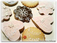 Driiin Driiin, è mercoledì! Ecco le nuove infornate della settimana: biscotti decorati! Più precisamente biscotti di frolla aromatizz...