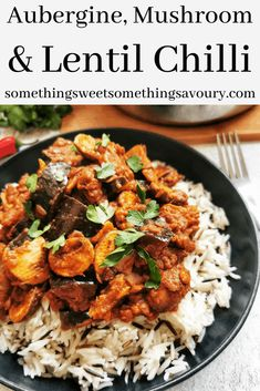 This vegan aubergine, mushroom and lentil chilli is packed full of smoky-spicy heat that will warm you up on the coldest night! Vegan Chilli Recipe, Chilli Recipes, Lentil Recipes, Vegetable Recipes, Vegetarian Recipes, Cooking Recipes, Healthy Recipes, Vegetarian Casserole, Lunches