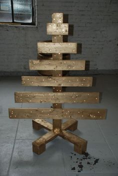 40 Ideas Of Christmas Tree & Decorations Made Out Of Repurposed Pallets • 1001 Pallets
