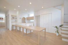 春日市【T様邸】光・風・視線・動線・収納にこだわった心地よい家、完成いたしました! | 福岡・唐津の注文住宅 ロイヤルハウス(有)イモト Japanese Style House, Dining Bench, Kitchen Design, House Design, Living Room, Inspiration, Furniture, Home Decor, House Ideas