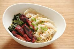 Noodles with dumplings and BBQ pork Asian Recipes, Ethnic Recipes, Bbq Pork, Dumplings, Street Food, Noodles, Mashed Potatoes, Meat, Chicken