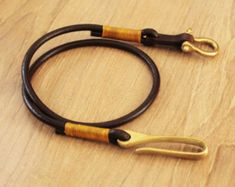 Item in stock ready to ship Strap wallet Made of high quality material - brass hook - brass Shackles - The round leather Knitting with wax thread - Total length 65 cm Thank you for visiting Products in our store Leather Lanyard, Leather Keychain, Leather Cord, Leather Craft, Leather Wallet, Stitching Leather, Leather Tooling, Brass Hook, Bracelet Cuir