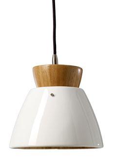 Cinas Morom Pendel - En flot og moderne hvid pendel lampe i bæredygtigt bambus, som uden tvivl vil pifte din indretning op. Med sin fine størrelse vil et par af disse lamper hænge perfekt over spisebordet.