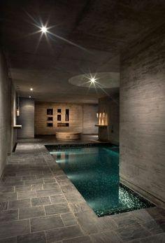 Das Spa Entre Cielos in Mendoza (Argentinien) wurde durch das A4 Estudio erstellt. Beton mit einer Textur aus Kiefernholz sorgt in den Innenräumen für eine warme Atmosphäre. Kleine Löcher in den Wänden rufen zarte Lichtspiele hervor