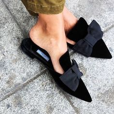 "abd93c525 Site-ul Andreea Raicu on Instagram: ""There is not enough space here to show  our love for this black #Prada mule flats. 📷@scandinavianfashions  #pointedtoes ..."
