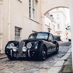 Lorenz collection Jaguar just Stunning Jaguar Xk120, Retro Cars, Vintage Cars, Antique Cars, Classic Sports Cars, Classic Cars, Jaguar Xjc, Supercars, Classic Motors