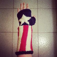 Captain America inspired fingerless mitts by Stefily on Etsy