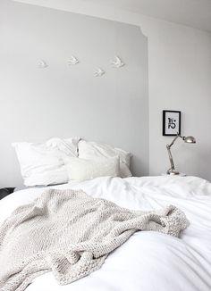 5 Tendencias En Lámparas Para Mesilla De Noche O Cama White Bedroom Monochrome