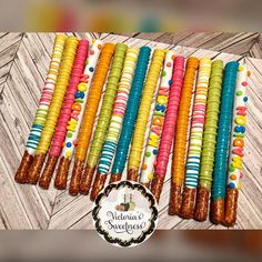 Chocolate covered pretzel rods🎀. #VictoriasSweetness #VS #JacksonvilleTreats #DuvalTreats #904Treats #InstaTreats #SweetTreats #TreatMaker… Chocolate Covered Pretzel Sticks, Chocolate Covered Treats, Chocolate Bark, Pretzel Treats, Pretzel Dip, Pretzels Recipe, Wafer Cookies, Candy Making, How Sweet Eats
