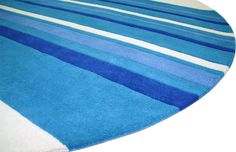 The Fangled Rug in round shape with bespoke colours.