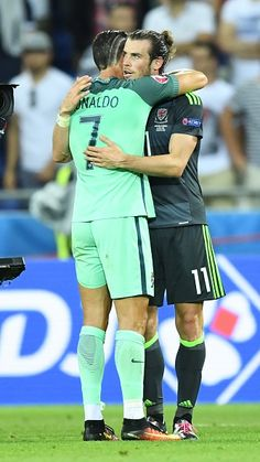 Gareth Bale of Wales speaks with Cristiano Ronaldo of Portugal after the UEFA Euro 2016 semi final match between Portugal and Wales at Stade de Lyon. Real Madrid Cr7, Real Madrid Gareth Bale, World Football, Sport Football, Soccer Fans, Football Players, Cristiano Ronaldo Quotes, Cr7 Messi, Portugal Soccer