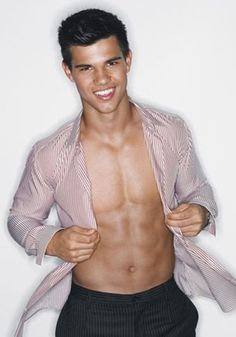Taylor Lautner pictures and photos. Taylor Lautner portrays Jacob Black from Twilight, New Moon movie, Eclipse, and Breaking Dawn. Jacob Black, Chris Hemsworth, Taylor Lautner Shirtless, Gorgeous Men, Beautiful People, Beautiful Figure, Beautiful Teeth, Hello Gorgeous, Pretty People