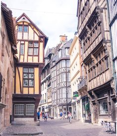Best things to do in Rouen, Normandy, Northern France! Acitivites, places to go and history to see in Rouen. Best Vacation Destinations, Best Vacations, Best Cafes In Paris, Visit Bordeaux, Amsterdam, Stuff To Do, Things To Do, Ville Rose, Museum