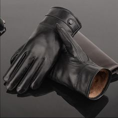 So sleekly designed, they`re expertly worked with paneled fingers and inset thumb. These gorgeous leather gloves are perfect for wearing under bracelet length sleeves to ensure that you are stylishly protected from the cold. Big Men Fashion, Mens Fashion Shoes, Fashion Shirts, Fashion Types, Men's Fashion, Fashion Design, Black Leather Gloves, Leather Men, Denim Top