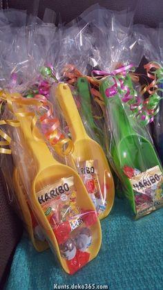 Kindergeburtstag Mitbringsel Give Away Krabbelgruppe - Nina Bajraktari - Geschenkideen - Baby Spongebob Birthday Party, Party Favors For Kids Birthday, Diy Birthday, Birthday Presents, Birthday Parties, Surprise Birthday, Farewell Gifts, Wrapping Ideas, Gift Wrapping