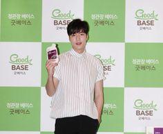 2016 June 29 (Wed) | #ActorLeeMinHo | #LeeMinHo | #Korean #Actor #HallyuStar | #ASIA Most Popular #IDOL |  Fan Sign | #Autograph | #Minoz |  #GoodBase |  #Korea #Ginseng | KGC |  at #LOTTE Dept Store Songpa |  #Health #Berages | with SIX (6) Flavours | #Chokeberry | #Blueberry | #Pomegranate | #Pear Black #Garlic   || P02 of P04 |  (Source: HanCinema |  [http://www.hancinema.net/photos-lee-min-ho-s-boyfriend-look-96177.html?utm_source=dlvr.it&utm_medium=twitter] | Headline || 'boyfriend'…