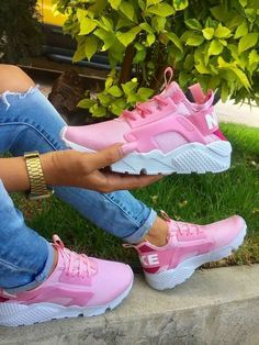 Get your custom made sneakers now on these pink hot Nike huaraches💐We can put swarovski on the logo request your custom now! Sneakers Mode, Cute Sneakers, Cute Shoes, Sneakers Fashion, Me Too Shoes, Fashion Shoes, Shoes Sneakers, Brown Sneakers, Women's Shoes