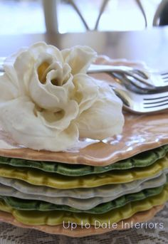 Easy DIY Plaster Dipped Flowers (Use dollar tree flowers and cheap plaster of paris!) These would make great Spring name card holders!